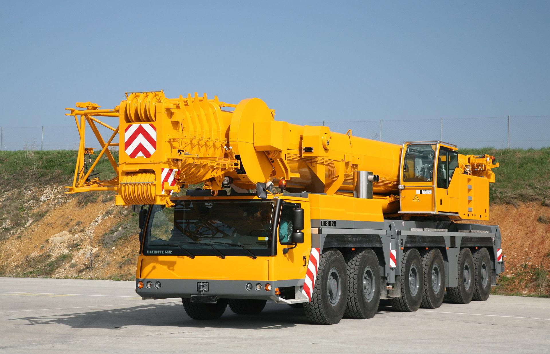 Автокран LIEBHERR LTM 1220 (220 тон, стріла 96м)